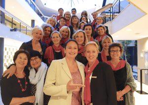Dr. Alexandra Ruthmann (Mitte) übergibt an Dr. Martina Günther das Amt der Präsidentin im SI Club Heiligenhaus-VelbertFoto: privat
