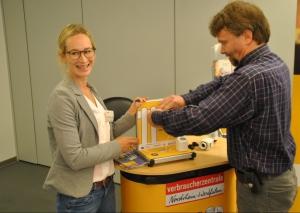 Susanne Schneider und Fritjof Kuhlmann bei der praktischen Thermostat-Übung. Foto: TME