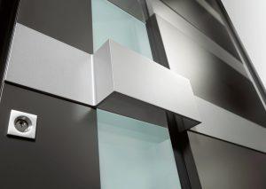 Bei Modellen mit Lichtausschnitt stehen Wärmeschutz und Sicherheit besonders im Fokus. Foto: epr/Weru