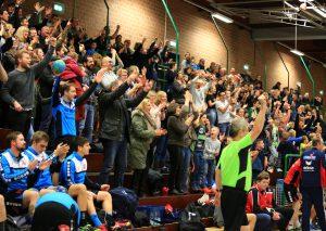 Trainer Jürgen Tiedermann hofft auf lautstarke Unterstützung seiner Mannschaft durch die Zuschauer. Foto: Roland Lausberg/Rondlarg Photos