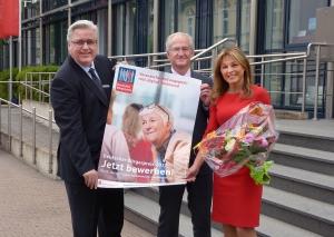 Mit der Bundestagsabgeordneten Michaela Noll zeichnet die Kreissparkasse Düsseldorf zum zehnten Mal ehrenamtliches Ebgagement aus. Foto: Kreissparkasse Düsseldorf