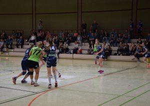Im ersten Spiel um den Oberliga-Aufstieg fanden die Gäste aus Biefang immer wieder Lücken in der Wülfrather Deckung. Foto: TME