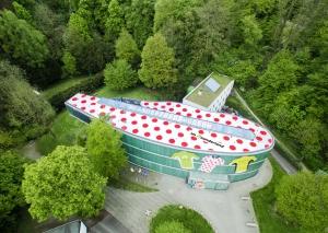 Das Museumsdach ist auf ganzer Fläche in die Farben des rotgepunkteten Bergtrikots gekleidet. Foto: Kreis Mettmann