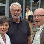 """Stellvertretender Schulleiter Jürgen Blum (r.) und ehemalige Kollegen Barbara Ficiinus und """"Jonny"""" Juntgen."""