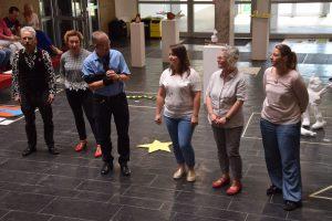 Schulleiter Joachim Busch dankte den Kunstlehrerin für ihr Engagement.