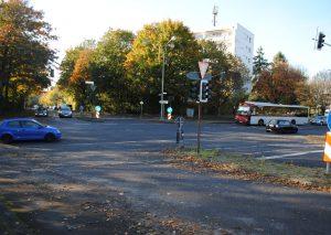 Hier kommt ein Kreisverkehr hin - ab Sommer 2019 soll gebaut werden. Foto: TME