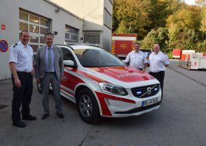 Stellten den neuen Kommandowagen der Feuerwehr vor (v.l.): Sven Salomon, 1. Beigeordneter Rainer Ritsche, Guido Großmann und Christian Dohle. Foto: TME