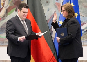 Bundesminister Hubertus Heil vereidgt Kerstin Griese. Foto: BMAS