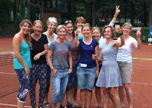 Die Damen 30 des TV Blau-Weiß feiern den Aufstieg. Foto: privat