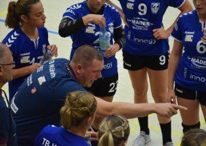 Trainer Lars Faßbender will mit seinen TBW-Damen den nächsten Heimsieg einfahren. Foto: TME