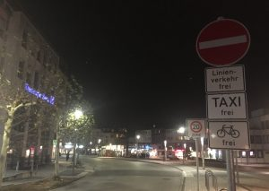 Darf dieser Bereich der Schwarzbachstraße aus Richtung Johannes-Flintrop-Straße bald wieder befahren werden? Foto: TME