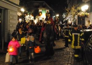 St. Martin ritt durch die Oberstraße zum Markt. Foto: TME