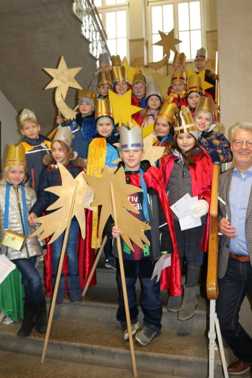 Die Sternsinger besuchten das Haaner Rathaus. Foto: Stadt Haan