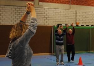 Auch einfachere Gymnastikübungen gehören zum Kurs-Programm. Foto: TME