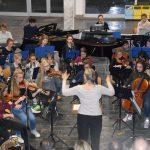 Beeindruckend: das Schulorchester unter der Leitung von Anette Jensen.