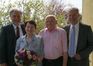 (v.l.) Bürgermeister Thomas Dinkelmann, die Eheleute Gisela und Manfred Markiefka sowie der stellvertretende Landrat Michael Ruppert. Foto: Kreisstadt Mettmann