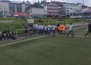Die 08er C-Jugend läuft zum Spiel ein / Foto FCM08
