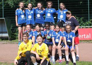 Die C-Mädchen des TBW mit Trainer Heiko Beneke. Foto: privat