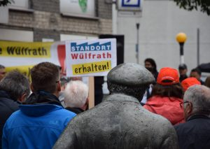 """Auch der Kalkwerker auf dem Heumarkt mein: """"Standort Wülfrath erhalten!""""."""